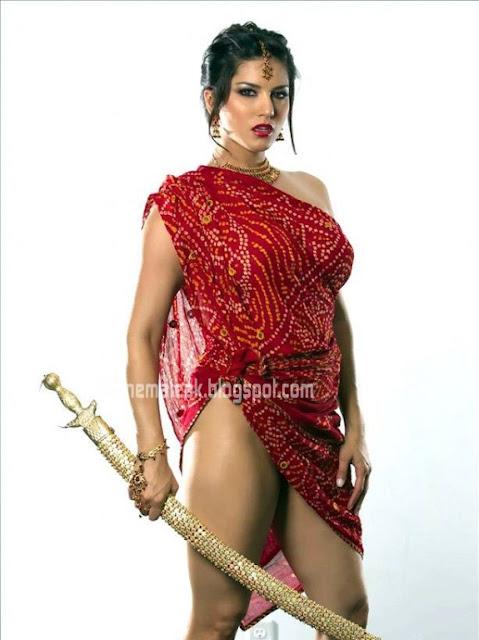Sunny Leone  bare thigh show