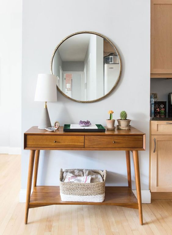 how to use a round mirror