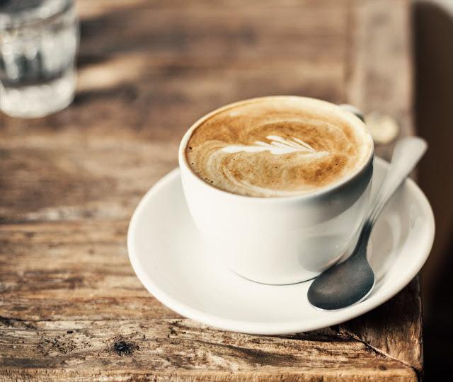 Menjauhi minuman yang mengandung kafein dan alkohol