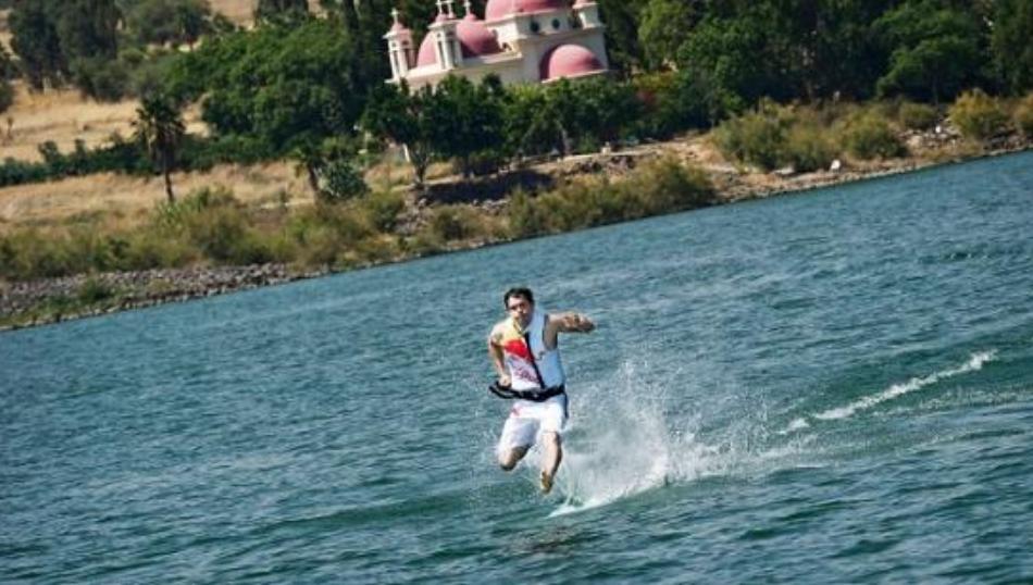 Manusia Bisa Berlari di Atas Air