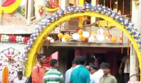Thieves took jewelery worth two lakh, including theft, bracelet, Nathia and Mangalsutra in Maa Santoshi Mata temple