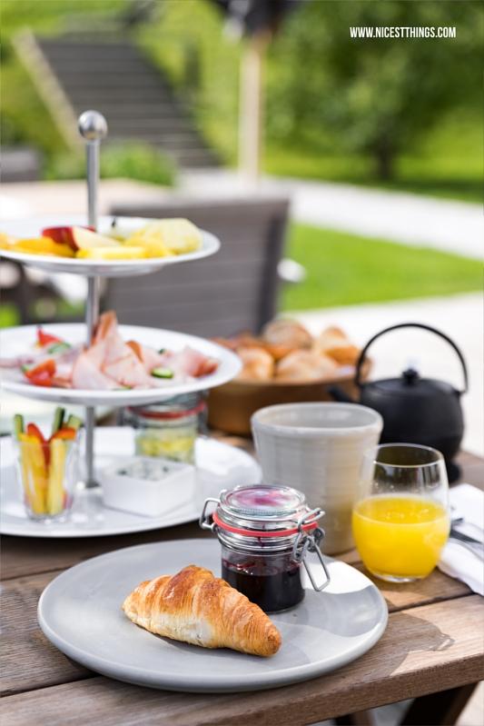 Wiesergut Hotel Frühstück auf der Piazza im Garten