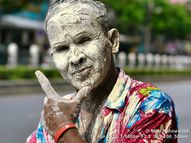 people, street portrait, Southeast Asia, V sign, Thai man, Songkran, © Matt Hahnewald, Facing the World, 50 mm prime lens, Bangkok, Thailand