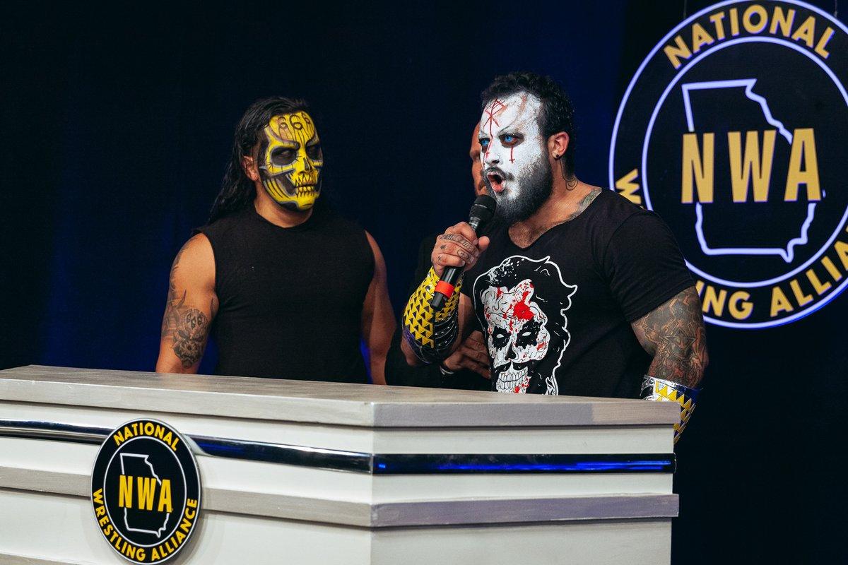 La Rebelión conquistam o NWA World Tag Team Championship