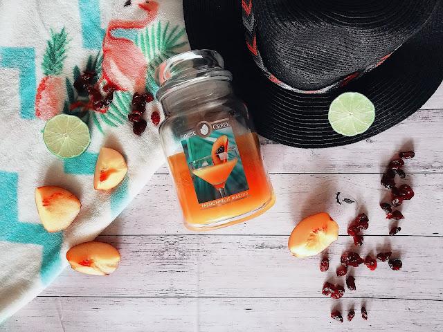 48. Tropikalny drink na plaży... Passionfruit Martini Goose Creek Candle