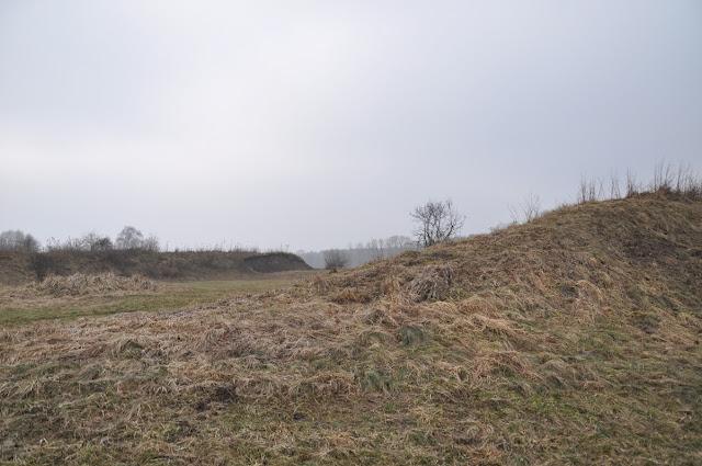 Wczesnośredniowieczne grodzisko pierścieniowate we wsi Stary Białcz