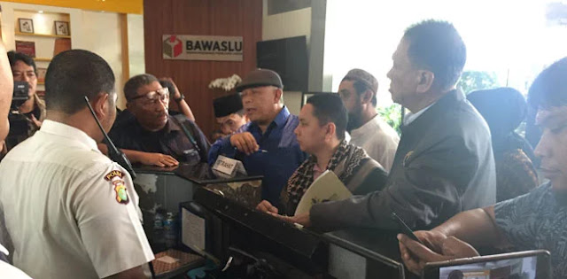 Eggi Sudjana Cs Laporkan Jokowi ke Bawaslu karena Berbohong
