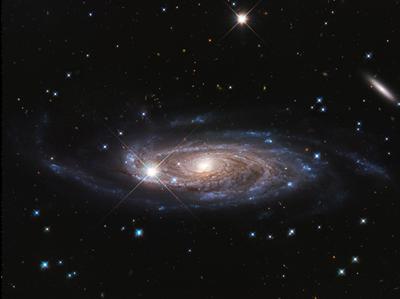 EL HUBBLE DE LA NASA EXAMINA LA GALAXIA GIGANTESCA