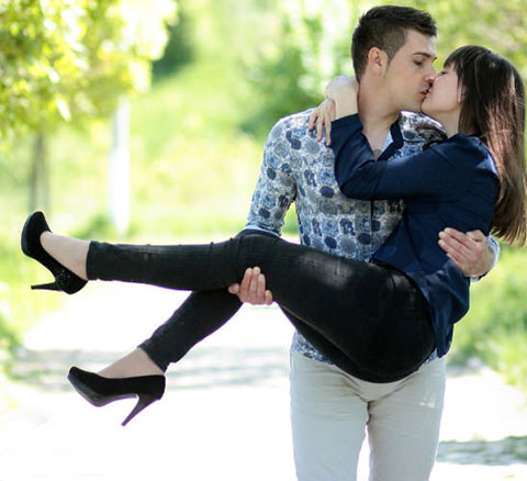 lovers photo download kissing seen