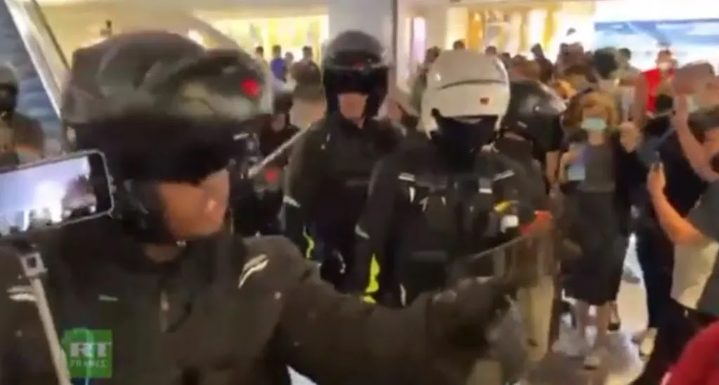 Ξυλοκοπούν πολίτες χωρίς covid pass, αλλά αναγκάζονται να υποχωρήσουν, ΒΙΝΤΕΟ