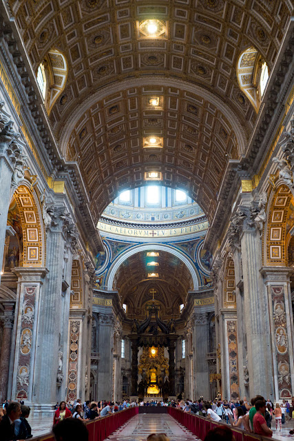 Интерьер базилики Святого Петра
