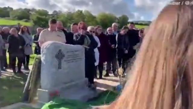 «Βγάλτε με έξω, είναι σκοτεινά εδώ»: Άνδρας φώναζε από τον τάφο στην κηδεία του (vid)