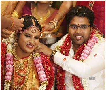 Arjun Krishnan putting a garland over Maalica Ravi Kumar