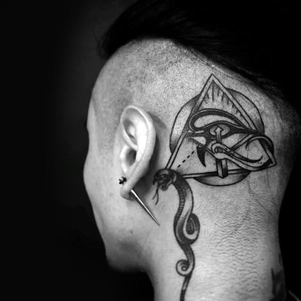 Tatuaje en la cabeza para hombre