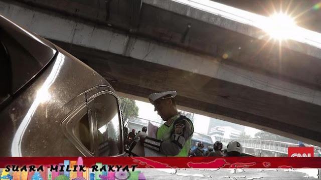 Kronologi Polisi Templok Kap Mobil yang Kabur di Bandung