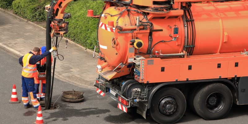 Desatascos de tuberías con camión cuba en Tarragona