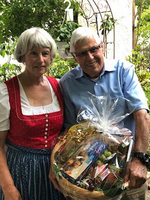 Hochzeitstag, Goldene Hochzeit, 50 Jahre verheiratet, anniversary, Renewal, Hochzeitsplanerin, wedding planner, Garmisch-Partenkirchen, Uschi Glas, Gold, golden, fünfzig, 50