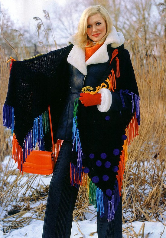 Poncho Flecos y Pompones Multicolor