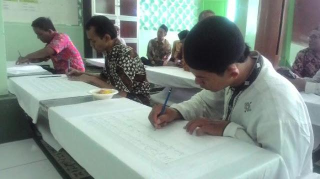 Masjid Daerah Ini Miliki Kain Batik Bertuliskan Ayat Al Qur'an 30 Juz