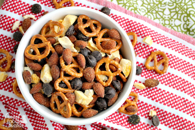 You only need 4 ingredients to whip up this easy to make & addictive Sweet & Spicy Sriracha Almonds Trail Mix.