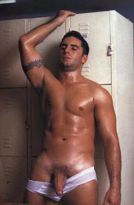 Marcelo Cabral - astro pornô brasileiro big dotado