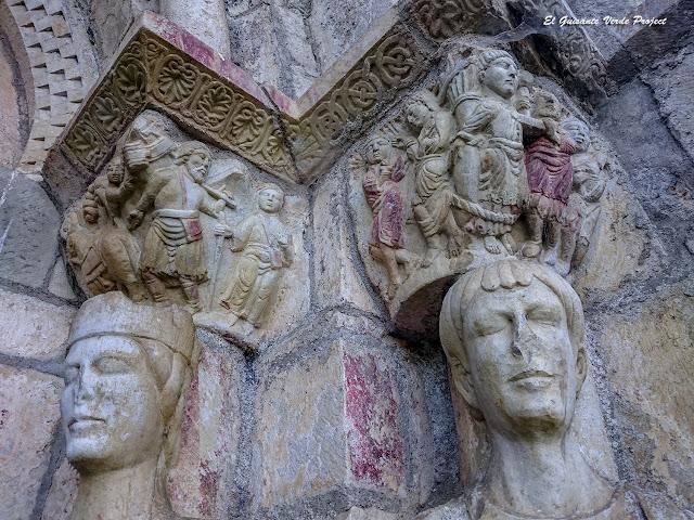 Saint Just de Valcabrere, capiteles y esculturas de la portada, por El Guisante Verde Project