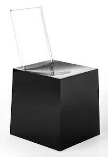 Seduta in plastica Miss Less ideata da Philippe Starck e Eugeni Quitllet per Kartell