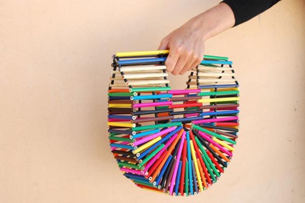 сумка из цветных карандашей