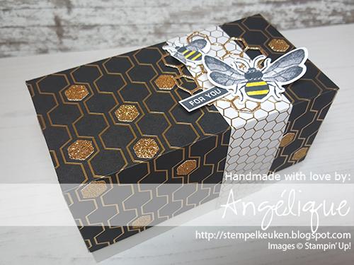 de Stempelkeuken Stampin'Up! producten koopt u bij de Stempelkeuken #stempelkeuken #stampinup #stampinupnl #stampinupdemo #honeybee #honey #tea #thee #bees #bij #honing #honingbij #sab2020 #bijzonder #cardmaking #kaartenmaken #giftbox #diy #workshop #papercrafting #papierhobby #papier #natuur #goud #gold #blackwhite #postcrossing #echtepostiszoveelleuker #epizl #snailmail #handmade #handmadeforyou #voorjou #liefde #denhaag #westland #leiden #stamping #stempelen #basteln #knutselen #kleuterjuf #moederdag #verjaardag #birthday #geschenkverpakking #geschenk #kado