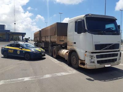 O motorista do veículo foi multado; fato aconteceu nesta sexta-feira