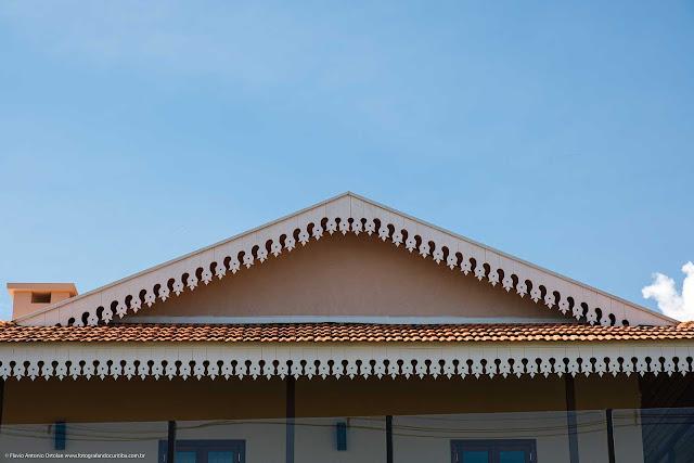 Casa com lambrequins - detalhe