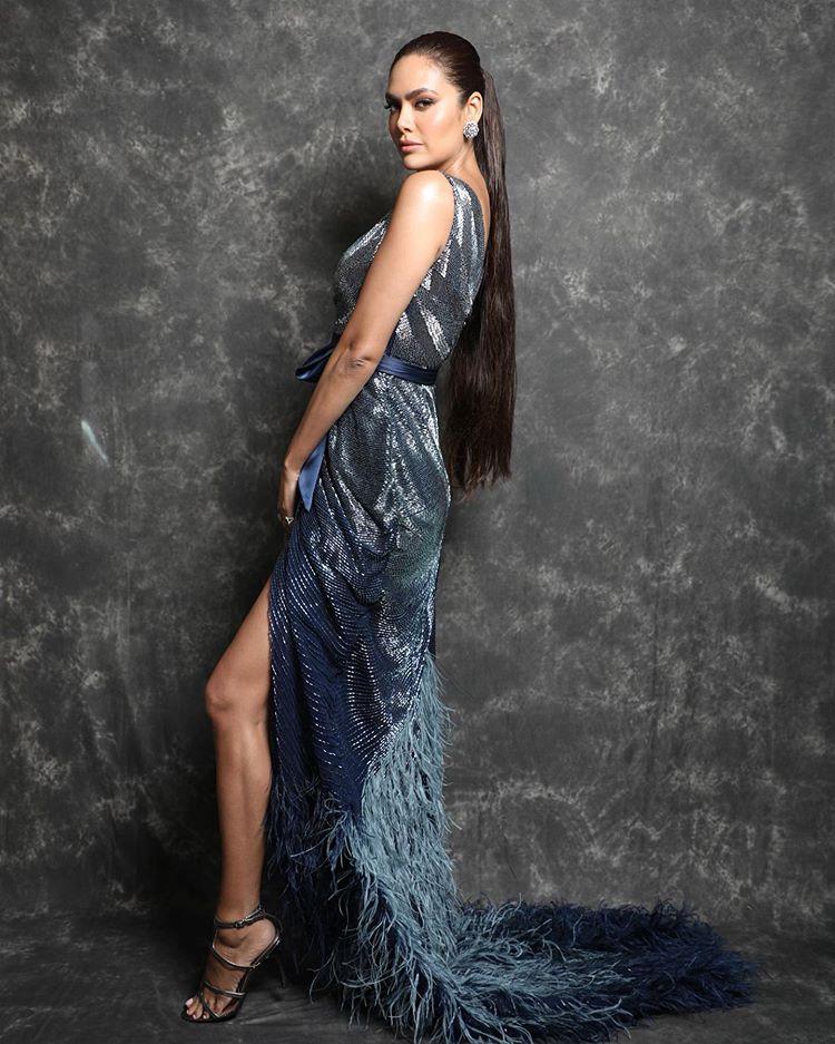 Bollywood Actress Esha Gupta Top Photography