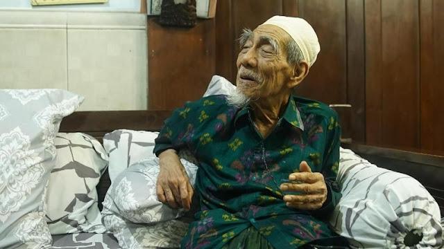 KH. Maimun Zubair Wafat