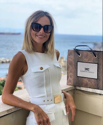 Francesca Fialdini tubino bianco Elisabetta Franchi brand 11 settembre