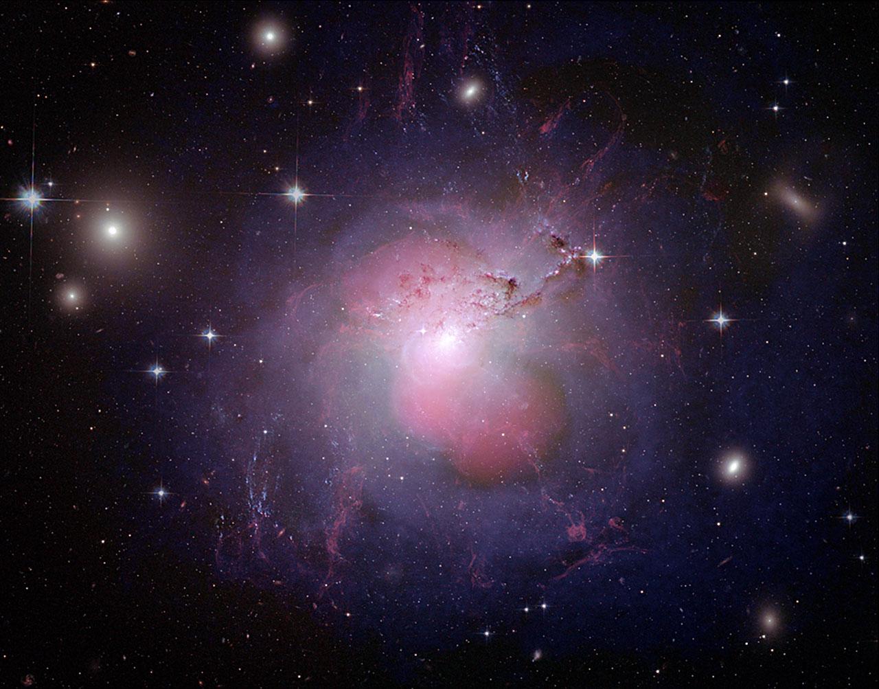 Perseus A - un antenna radio cosmica