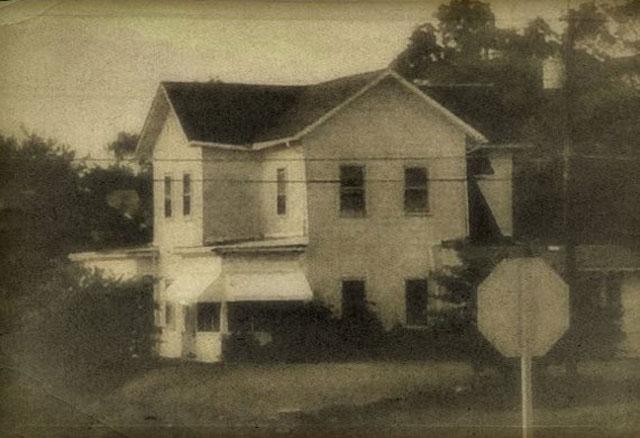 Keangkeran Rumah Monroe
