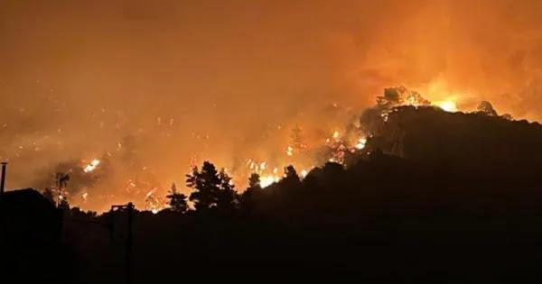 Δήμαρχος Ιστιαίας: «Το 112 δεν βοηθάει σε τίποτα απλά εκκενώνουμε χωριά για να καούν -Που είναι τα εναέρια μέσα;»