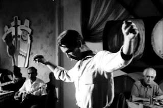 Γιατί οι γυναίκες δεν πρέπει να χορεύουν ζεϊμπέκικο – Ο βαρύς θρήνος του μοναχικού αυτού χορού