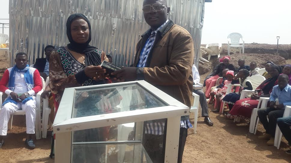 muslim woman gives bible to christians