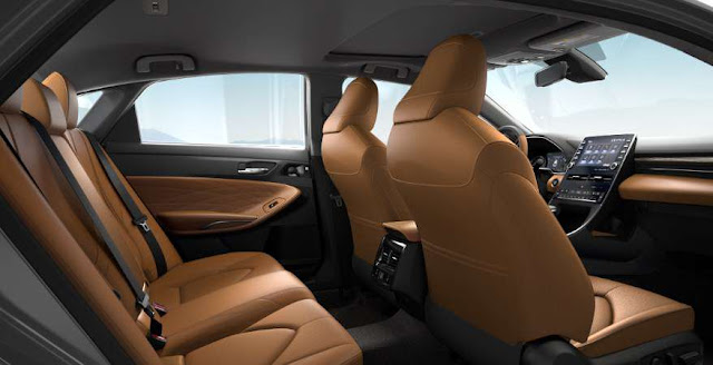 backseats and front seats of toyota avalon 2021 awd limited trim
