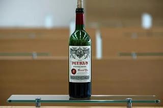 Venden botella de vino Petrus cosecha 2000 que pasó 14 meses en la Estación Espacial.