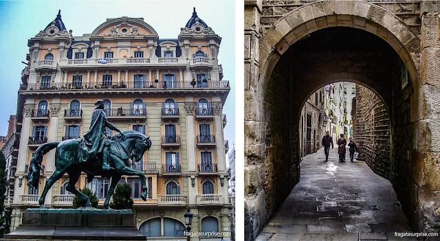 Estátua equestre de Ramón Berenguer III e uma passagem em arco no Bairro Gótico de Barcelona