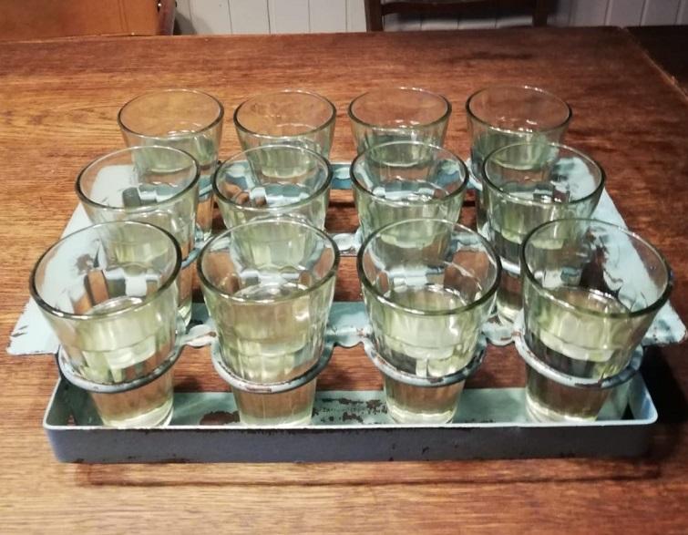 Gläser statt Vasen - Tischdeko gestalten