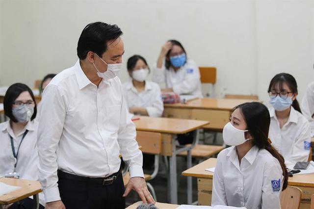 Bộ trưởng Bộ GD&ĐT: Không bắt học sinh làm nhiều bài kiểm tra khi đi học trở lại
