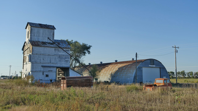 Abandoned grain elevator in Willow Island Nebraska