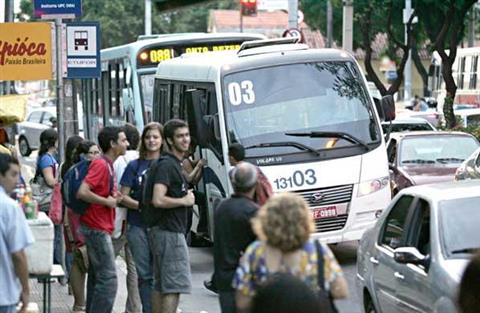 Idoso é detido por passageiras e preso após importunar sexualmente adolescente dentro de topic em Fortaleza