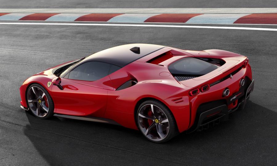 Niente-Ferrari-elettrica-2025