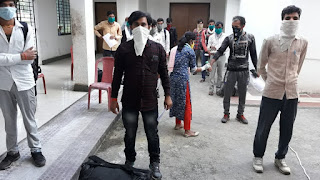 people-released-from-quarentine-center-jamshedpur