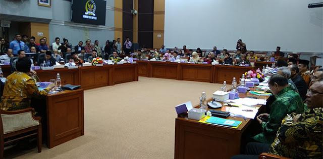 Di Komisi VIII, Menag Fachrul Razi Langsung Dicecar Soal Cadar Dan Celana Cingkrang