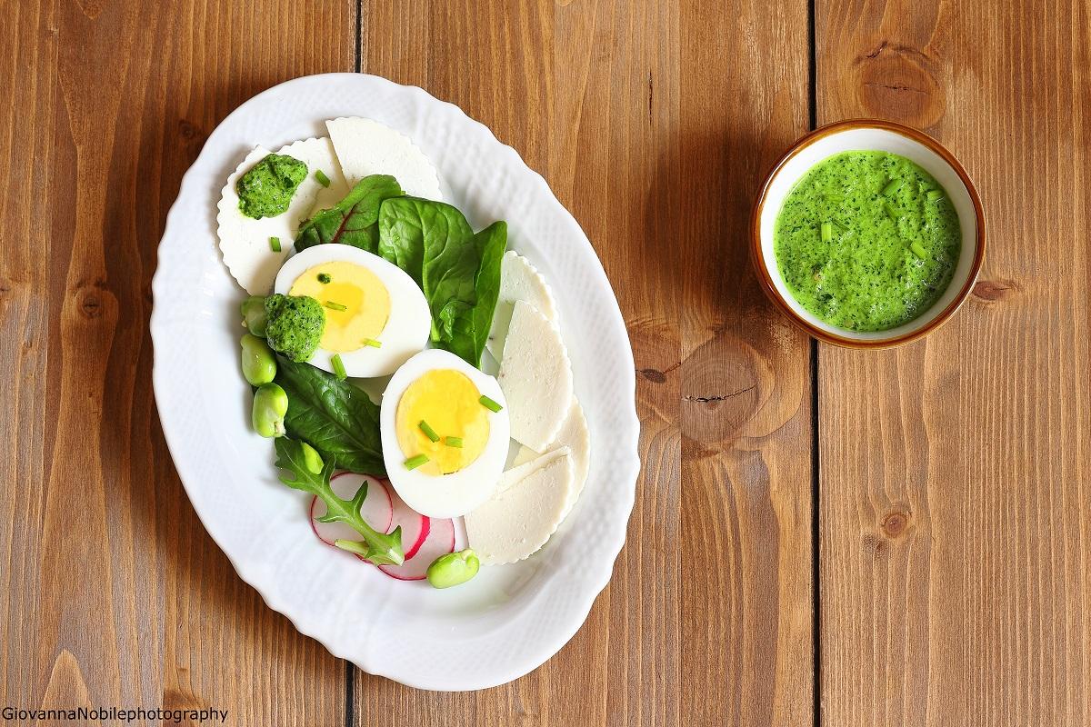 Fellata, uova sode, ricotta salata, fave, e pesto